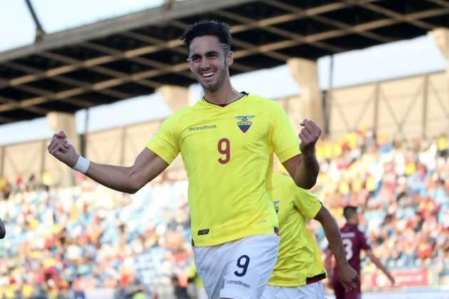 O equatoriano Leonardo Campana, de 20 anos, pertence ao Wolverhampton, mas está emprestado ao Famalicão, de Portugal. Ele é centroavante e foi revelado pelo Barcelona de Guayaquil.
