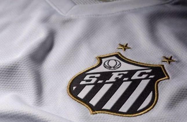 O escudo do Santos carrega duas estrelas douradas na parte de cima. Elas representam o bicampeonato mundial em 1962 e 1963.