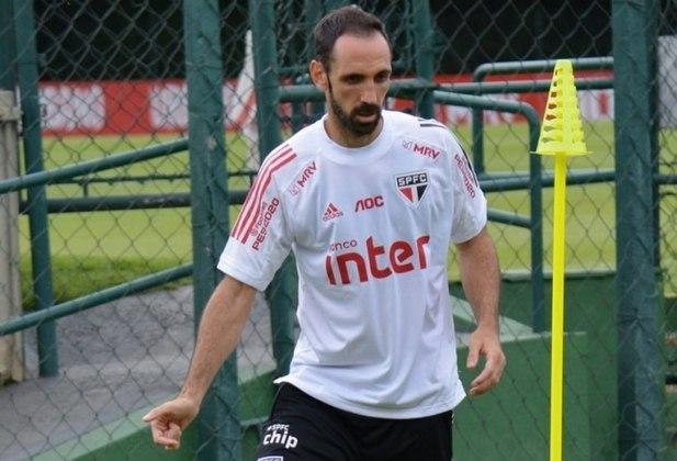 O espanhol, que disputou 35 jogos pelo São Paulo desde que chegou, em 2019, deu entrevista falando que possui propostas de outros clube e que já poderia ter deixado o Tricolor. Seu futuro segue indefinido.