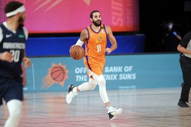 O espanhol Ricky Rubio (Phoenix Suns) foi um dos destaques da vitória do time do Arizona sobre o Dallas Mavericks por 117 a 115. Rubio contabilizou 20 pontos, nove rebotes e sete assistências. O Suns, que chegou em Orlando com as menores chances de classificação para os playoffs, venceu seus dois confrontos até aqui
