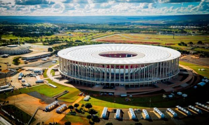 O estádio Mané Garrincha, que fica situado em Brasília, passou por uma reforma entre 2010 e 2013, porém sua inauguração foi 1974, ou seja, são 46 anos de histórias, abrigando jogos importantes como os da Copa do Mundo de 2014.