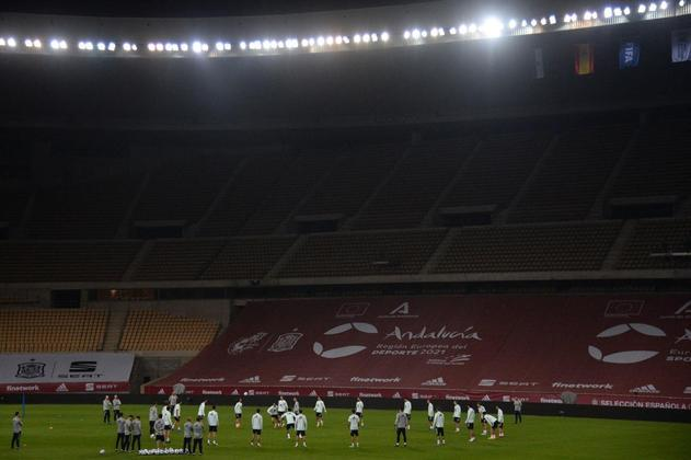 O Estádio Olímpico de La Cartuja, com capacidade para 57.619 pessoas, terá de 25% a 33% da capacidade liberada para o público (entre 14.404 e 19.014 pessoas). Receberá jogos da fase de grupos e das oitavas de final.