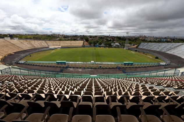 O estádio Paulo Constantino, mais conhecido como Prudentão, foi inaugurado em outubro de 1982, há quase 38 anos, na cidade de Presidente Prudente.