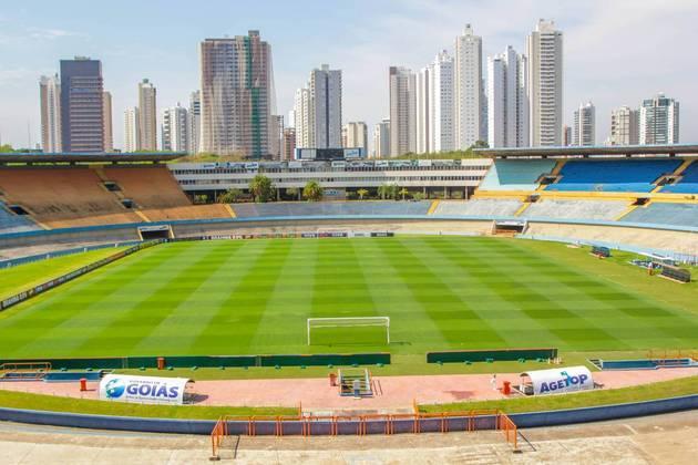 O estádio Serra Dourada, localizado em Goiânia, é palco de jogos do Goiás, Atlético-GO, Vila Nova e Goiânia. Foi inaugurado em março de 1975, ou seja, tem 45 anos de existência.