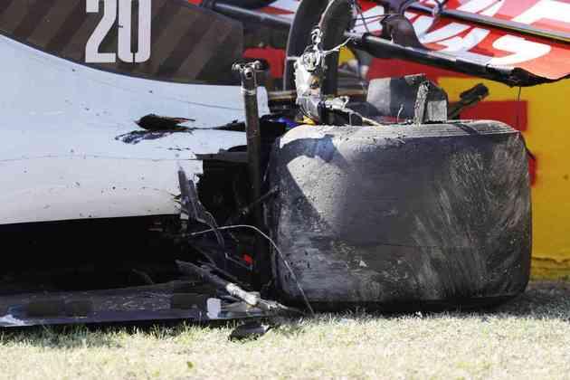 O estado do carro de Magnussen. Incidente gerou a primeira bandeira vermelha do dia