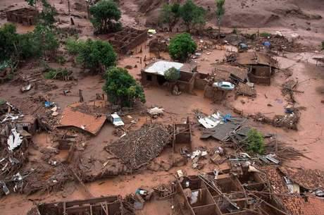 O estrago causado pelo rompimento da barragem da Samarco em Mariana