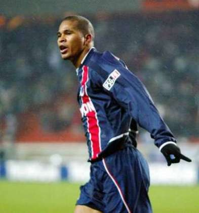 O ex-atacante Aloísio Chulapa defendeu as cores do PSG entre 2001 e 2003, conquistando a Copa Intertoto