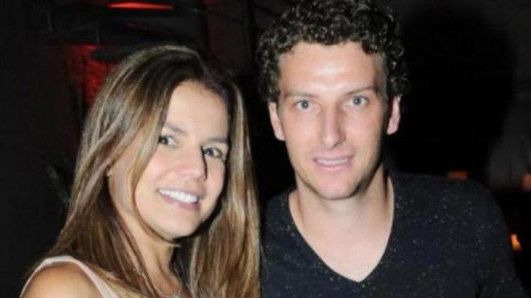 O ex-jogador Elano teve um romance conturbado com a modelo Nívea Stelmann. Após alguns meses de namoro e boatos sobre traição e brigas, os dois terminaram o relacionamento
