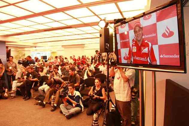 O ex-jogador estava em São Paulo e conversou com o então piloto da Ferrari, que estava em Mônaco