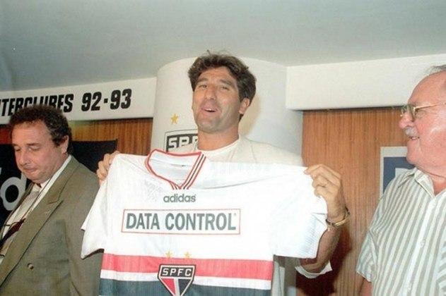Renato Gaúcho foi apresentado pelo São Paulo em 1997. Ele chegou a vestir a camisa do clube, mas após alguns dias, antes de assinar o contrato, retornou ao Fluminense e nunca atuou pelo Tricolor paulista