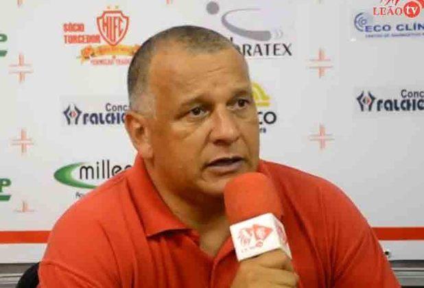 O ex-zagueiro Agnaldo se aventurou na carreira de treinador após pendurar as chuteiras. treinou Tubarão-SC, Vitória, Comercial, Sampaio Corrêa, Pelotas, Catanduvense, Itumbiara, Coruripe, Rio Claro, Campinense, dentre outros. Atualmente, dirige o Vitória sub-23.