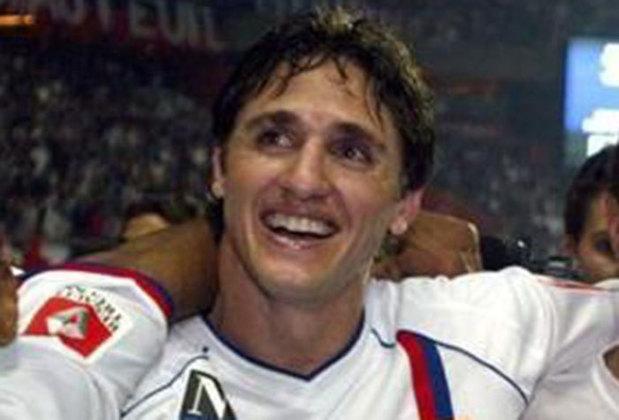 O ex-zagueiro Edmilson, que foi titular na conquista do penta em 2002, foi campeão francês quatro vezes pelo Lyon. Inclusive era jogador do clube na conquista do penta. Defendeu o Lyon entre 2000 e 2004.