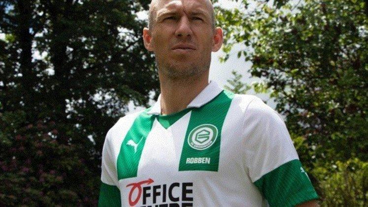 O experiente Arjen Robben, de 37 anos, tem contrato com o FC Groningen, da Holanda, até junho de 2021.