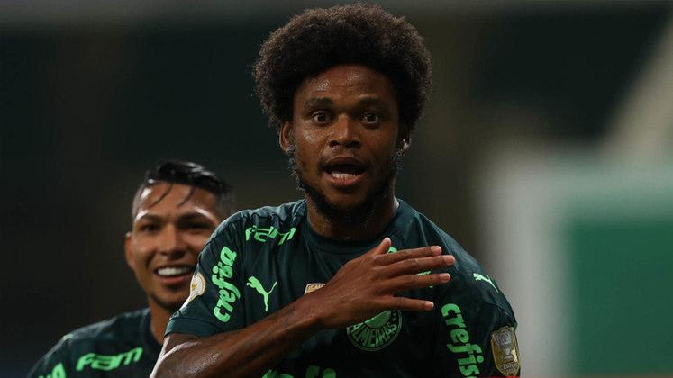 O experiente Luiz Adriano revoltou o mundo futebolístico ao furar a quarentena no mês de abril. Testado positivo para Covid-19 pela segunda vez, o atacante do Palmeiras desrespeitou o isolamento social e se envolveu em um acidente automobilístico.