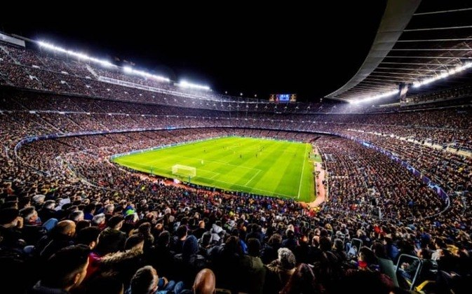 O Fair Play Financeiro espanhol delimita que, antes do início de cada temporada, seja estabelecido um limite de gastos com folha salarial para cada clube, elaborado a partir de quanto dinheiro ele arrecadou nos 12 meses anteriores, e para a temporada 2021/2022, o Barcelona estava acima do limite. Por isso, muitas mudanças foram necessárias dentro do Barça