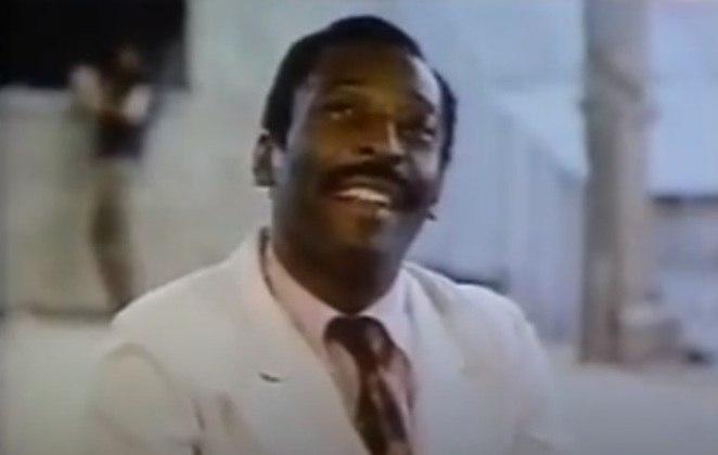 O filme tem situações curiosas. Pelé teve sua voz dublada pelo ator Milton Gonçalves. Além disto, o