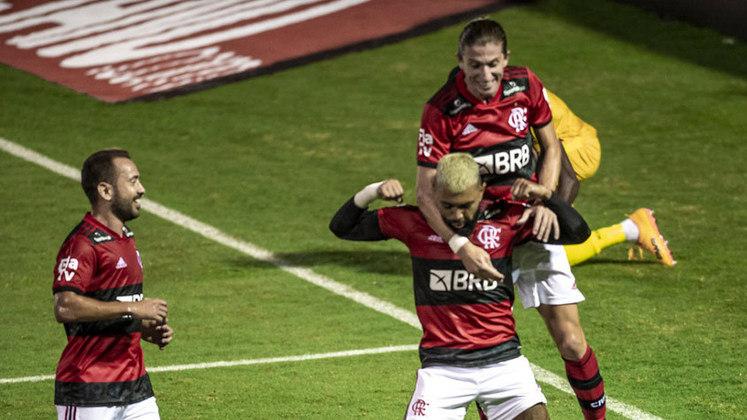 O Flamengo atropelou o Madureira em ritmo frenético. A vitória, por 5 a 1, ocorreu no Estádio Raulino de Oliveira, nesta quinta, e em duelo pela 8ª rodada do Carioca. Veja as notas: (por Lazlo Dalfovo - lazlodalfovo@lancenet.com.br)