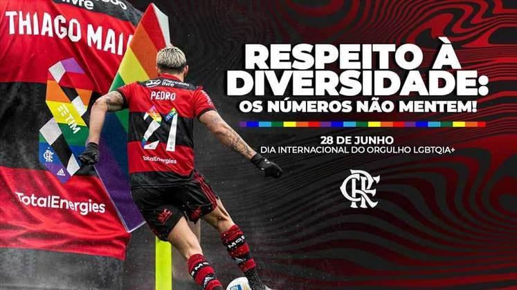 O Flamengo fez ações dentro e fora de campo para celebrar o Dia Internacional do Orgulho LGBTQIA+. Na partida deste domingo contra o Juventude, os Rubro-negros vestiram camisas com as cores bandeira do movimento LGBTQIA+ nos números dos jogadores, além de publicar uma mensagem em suas redes sociais.