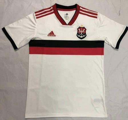O Flamengo lançou em 2019 a camisa 2 com o símbolo do remo do clube, que data de 1895, mais antigo que o futebol do Rubro-Negro (1912).