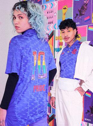 O Flamengo lançou, nesta sexta-feira, em edição limitada, a camisa Pride, em defesa dos direitos da causa LGBTQIA+. O modelo é assinado pela Adidas, fornecedora de material esportivo do clube. O preço é de R$ 279,90 e a camisa não será utilizada em jogos. Veja fotos da camisa nesta galeria.