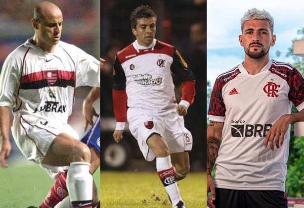 O Flamengo lançou nesta sexta-feira o novo segundo uniforme para a temporada 2021. Pensando nisso, o LANCE! separou todas as camisas 2 do clube desde o início do século. Confira na galeria!