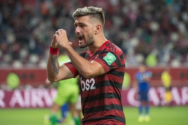 O Flamengo utilizou dois estrangeiros no Brasileirão: Giorgian De Arrascaeta (uruguaio) e Maurício Isla (chileno)