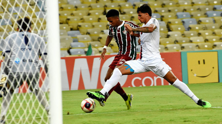 O Fluminense começou o Carioca com seu time de garotos e não foi bem, perdendo as duas primeiras. Depois, se recuperou com três vitórias seguidas e perdeu na última rodada.