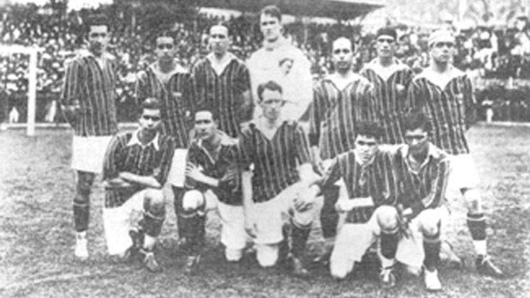 O Fluminense foi campeão Carioca em jogos contra o Flamengo em oito ocasiões. O primeiro deles foi em 1919, quando o Tricolor teve apenas uma derrota na competição. Em 21 de dezembro, nas Laranjeiras, o Flu tinha dois pontos de vantagem sobre o Fla e se vencesse seria o campeão, o que aconteceu, com um 4 a 0, gols de Machado, duas vezes, Welfare e Bachi