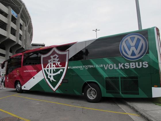O Fluminense também apostou nas suas cores tricolores e carrega seu escudo no ônibus da equipe.