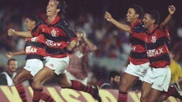 O Fluminense tinha empatado com o Bangu e vencido o Flamengo no Triangular Final do Carioca de 1993. O Tricolor das Laranjeiras precisava de um tropeço banguense contra os já eliminados flamenguistas no título para voltarem a ser campeões. E o Rubro-Negro fez sua parte: com gols de Adílio e Tita, garantiu a conquista tricolor.