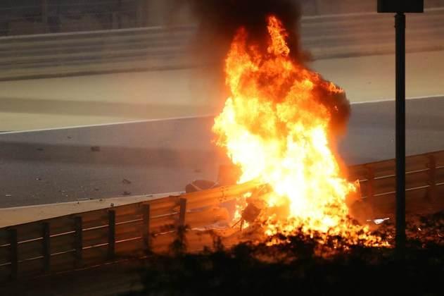 O fogo que consumiu o carro da Haas e assustou o mundo da Fórmula 1.