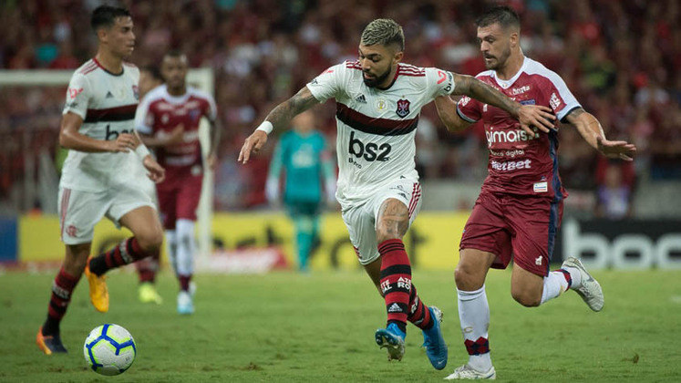 O Fortaleza também sofre ao enfrentar o camisa 9 do Flamengo: já são quatro gols contra o rival cearense.