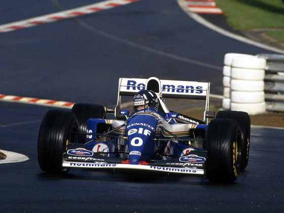 O FW16B, atualização do modelo inicial, chegou no GP da Alemanha. Com o novo carro Damon Hill conseguiu quatro vitórias e disputou o título contra Michael Schumacher até a corrida final. Foi também o carro da última vitória de Nigel Mansell na categoria