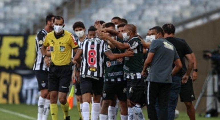 O Galo venceu seu segundo jogo no campeonato, enquanto o São Paulo ainda não sabe o sabor do triunfo no Brasileirão