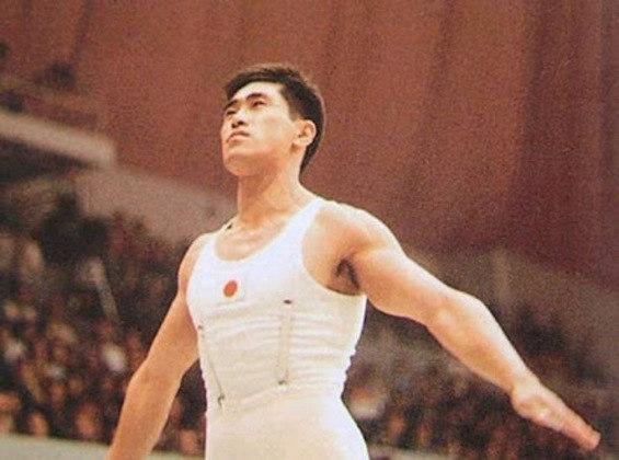 O ginasta japonês Takashi Ono somou 13 medalhas em Jogos Olímpicos de Verão entre 1952, em Helsinque, e 64, em Tóquio. Cinco foram de ouro, quatro de prata e outras quatro de bronze.