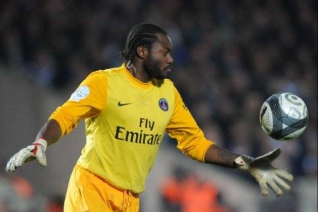 O goleiro Apoula Edel foi outra chegada ao clube francês em 2007/08, mas não teve muitas oportunidades como titular