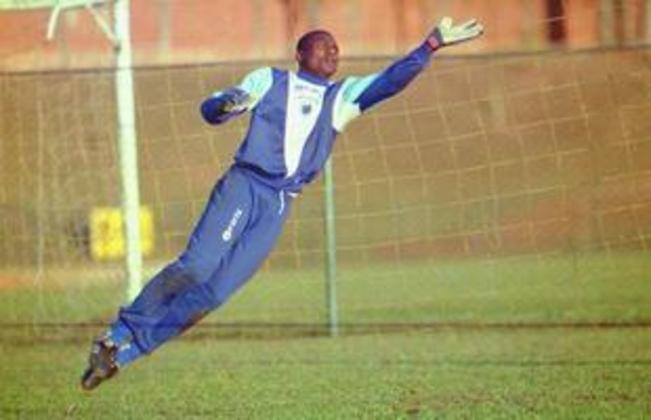 O goleiro camaronês William Andem teve passagem pelo Cruzeiro, entre 1994 e 1996, e pelo Bahia, nos anos de 1997 e 1998. Ficou marcado por uma briga com oatacante Euller e o zagueiro Gutemberg quando atuou no clube mineiro