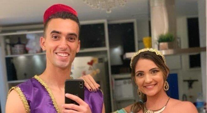 O goleiro Cesar se vestiu do personagem Alladin, enquanto sua esposa foi de Jasmin.