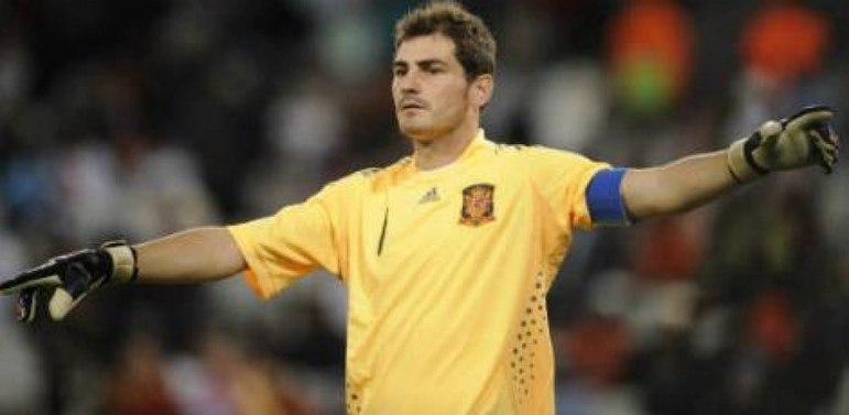 O goleiro foi relacionado para a seleção principal em um jogo da Eurocopa de 2000, mas não atuou, e lá permaneceu até 2016. Com a camisa, conquistou as Eurocopas de 2008 e 2012 e a Copa do Mundo de 2010, a única da história da Espanha.