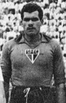 O goleiro também conquistou títulos no clube, como os Paulistas de 1943, 1945 e 1946.