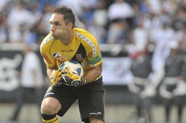 O goleiro titular em 2011, início da década, era Fernando Prass. Mas, na verdade, ele era soberano com a camisa 1 desde 2009. Disputou um total de 241 partidas pelo Vasco.