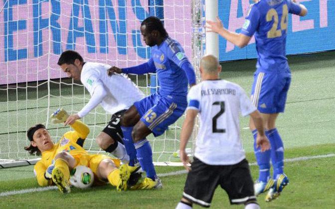 O goleiro viria a ser mais uma vez decisivo na final do Mundial de Clubes contra o Chelsea, fazendo bela defesa no chute de Moses.