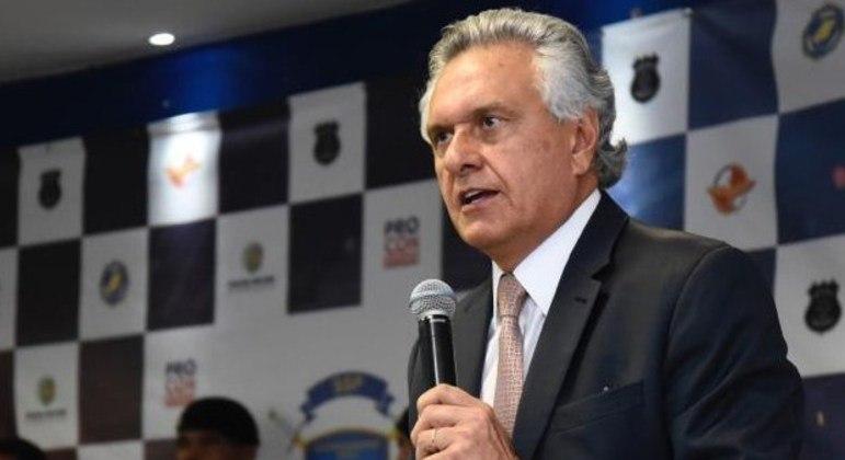 Ronaldo Caiado inclui jornalistas na vacinação prioritária em Goiás