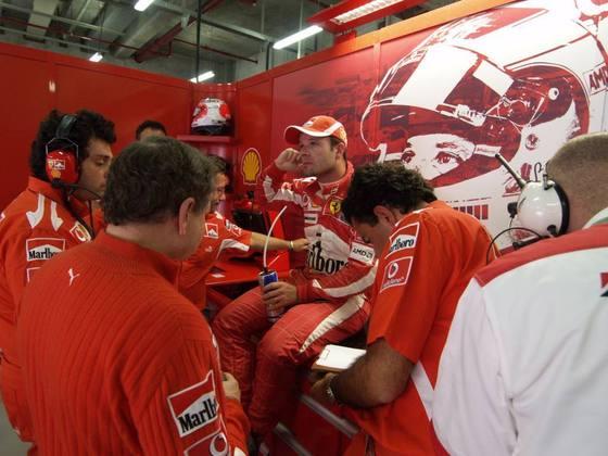 O GP da China foi o último de Barrichello na Ferrari. A equipe italiana encerrou o contrato um ano antes do previsto para a chegada de Felipe Massa
