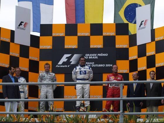 O GP do Brasil de 2004 marcou o primeiro de Barrichello no pódio com a Ferrari. Nos anos anteriores, abandonou