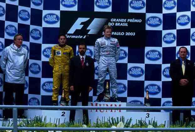 O GP do Brasil teve dois pilotos no pódio e em posições erradas. Fernando Alonso foi ao hospital, enquanto Kimi Räikkönen recebeu o troféu de vencedor antes da correção do resultado.