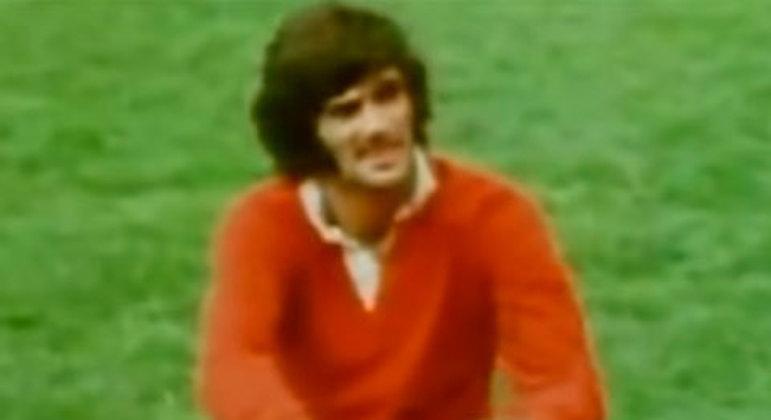 O grande craque norte-irlandês, entre os muitos números que utilizou no Manchester United, vestiu a sete em temporadas de maior destaque.