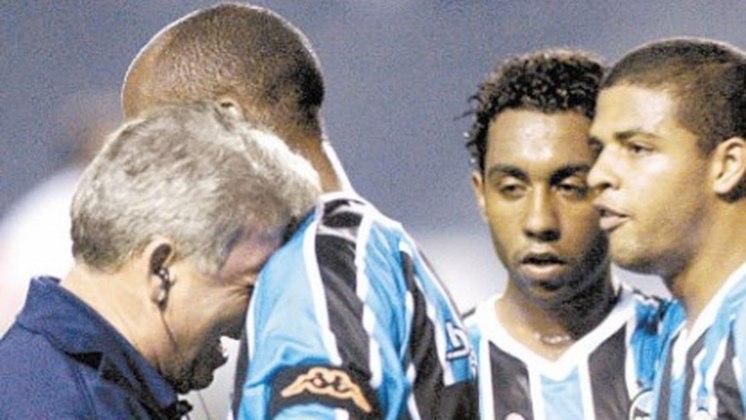 O Grêmio amargou a última colocação no Campeonato Brasileiro de 2004 somando 39 pontos em 46 partidas. A sua média foi 28,26% na competição com 24 clubes.