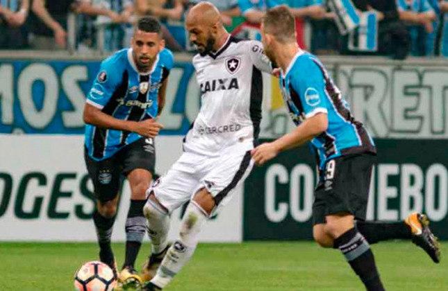 O Grêmio eliminou o Botafogo nas quartas de final da Libertadores de 2017. O jogo de ida terminou empatado sem gols e o Imortal venceu pelo placar mínimo na partida da volta.