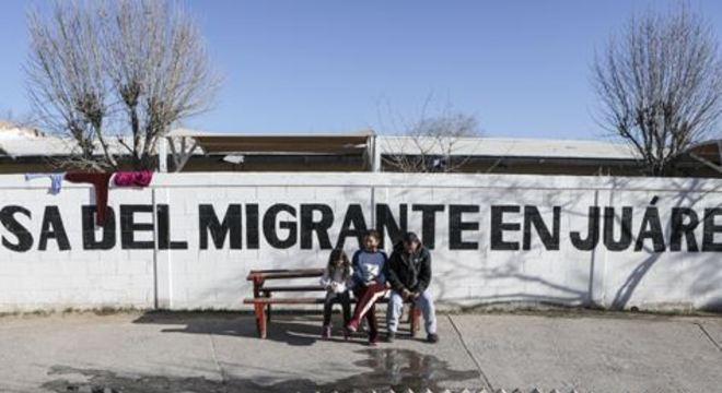 O grupo de sul-americanos, que inclui quatro menores de idade, chegou à cidade fronteiriça na tarde de quarta-feira
